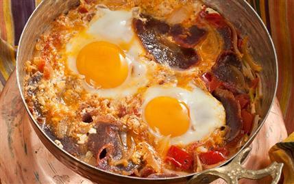 Karatay Mutfağı Pastırmalı Yumurta Tarifi