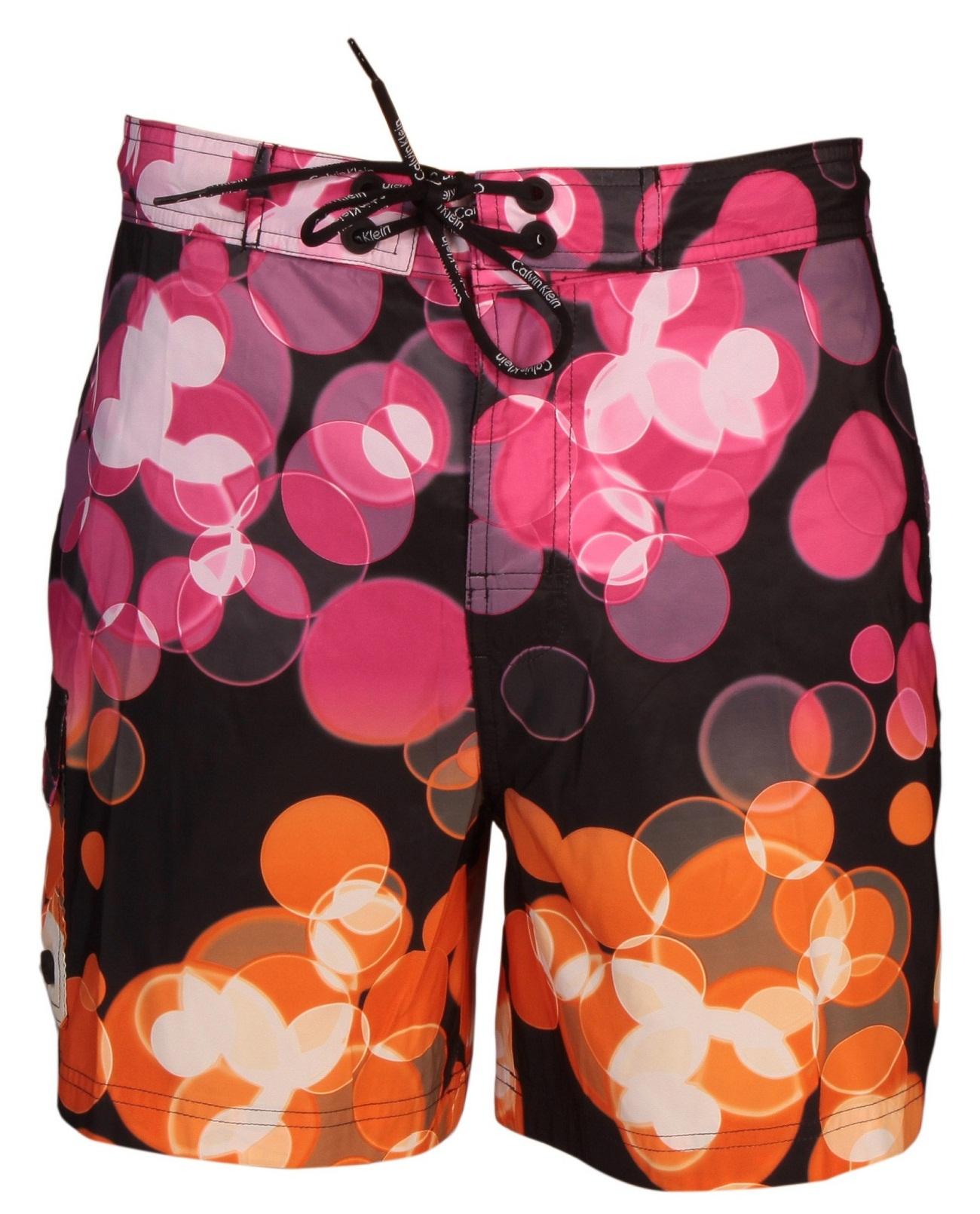 Calvin Klein Erkekleri Bu Yaz Plajlarda İddialı