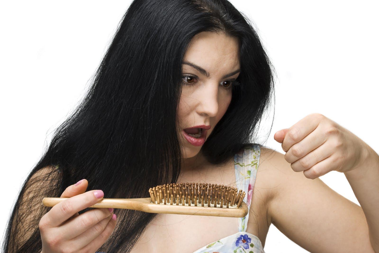 Saçlarımız Neden Dökülür?